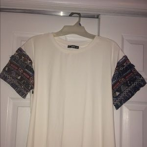 Tops - White Stretch Tee w/ embroidered sleeves